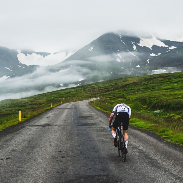 So yesterday I went for a 96km long solo breakaway at the last road race of the Icelandic season, on a 99km long course. Had a great time by myself, cracking some of the best power numbers I've ever seen in my life. Volume training is going incredibly well, and the legs are primed for the second half of the season, where most of my main goals lie. 📸hoddmachine #winning #alone #proicelander