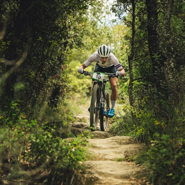 Back home after a crazy 6 day trip to France and Spain, for rocdazur and latramun! Not an easy task to do both with just one day between, and unsupported, but I think it came out allright. Roc d'Azur was a tough one for me, had a great first hour or so but stomach problems caused me to lose a lot of ground towards the end, coming in for 34th place behind a very strong field. Still that got me 40 UCI points so I'm happy. La Tramun was probably the toughest XC race I've ever done, and I took some time to get the engine started before flying in the last couple of hours into 25th place. Some ups and downs causing me not to have a perfect race on both days, but in general I can be happy with the result and confident that I can do better the next time! Happy to catch a few moments with my Belgian friends madmaxmtb and jochendevocht also!#mountainbike #bikeracing #latramun #rocdazur #proicelander